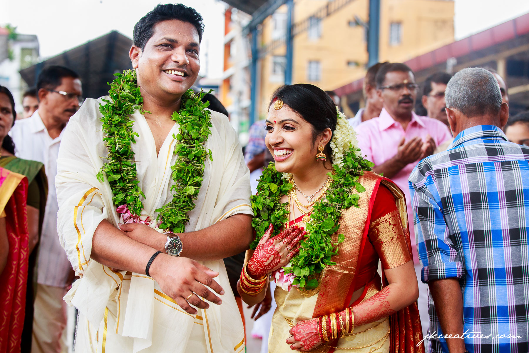Arun & Manju - Kerala Hindu Wedding at Guruvayoor Temple - Candid Wedding Photography by Best Candid Photographers in Kerala_Coimbatore, Chennai, Bangalore, Tamil Nadu, Hyderabad,Kerala