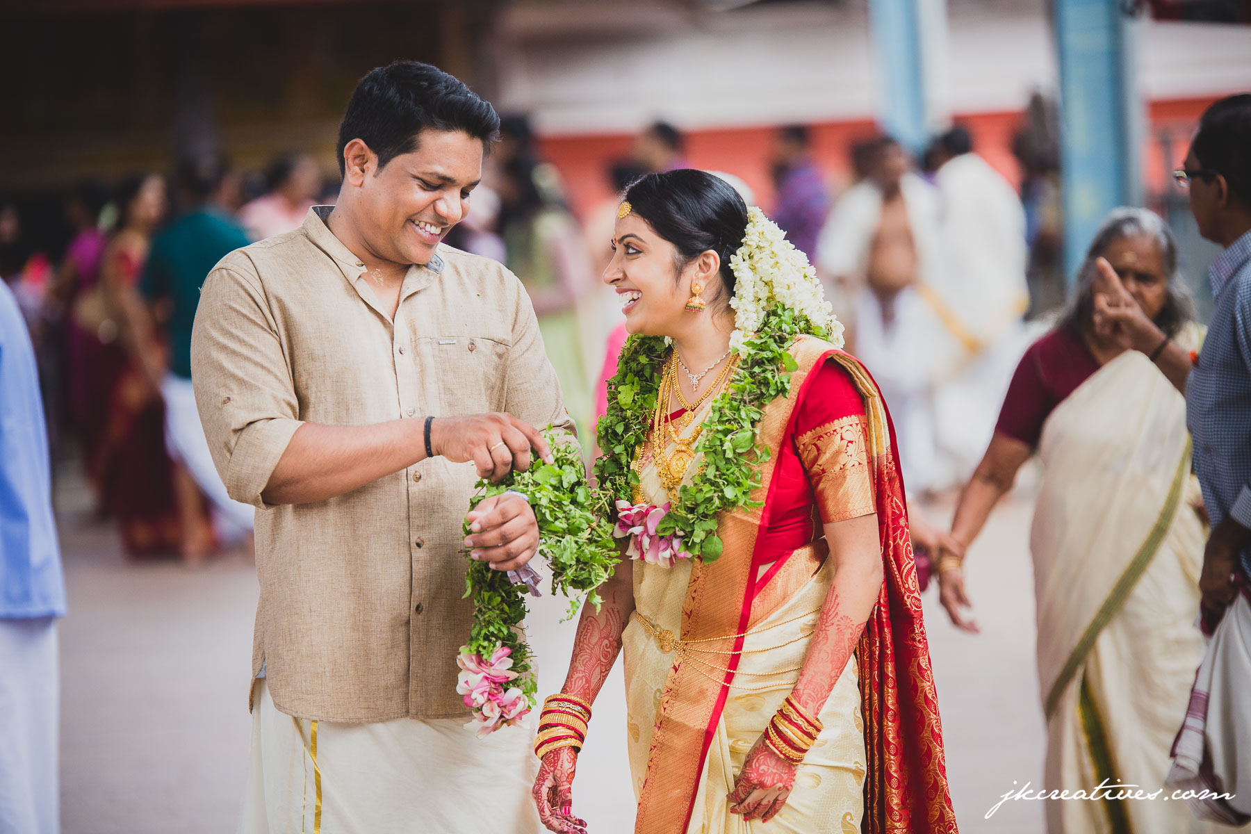 Arun Manju Kerala Hindu Wedding At Guruvayoor Temple Candid Photography By Best